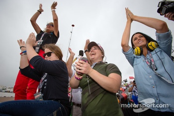 Kirsten Dee, girlfriend of James Hinchcliffe, celebrate victory with Holly Wheldon, James' mom Arlene Hinchcliffe, James' sister Rebecca Hinchcliffe, James' dad Jeremy Hinchcliffe
