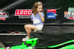 Podium: daugther of Helio Castroneves, Team Penske Chevrolet