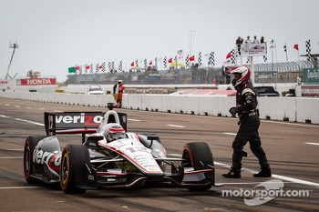 Pit stop for Will Power, Team Penske Chevrolet