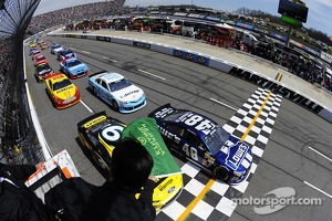 A modern NASCAR race at Martinsville Speedway