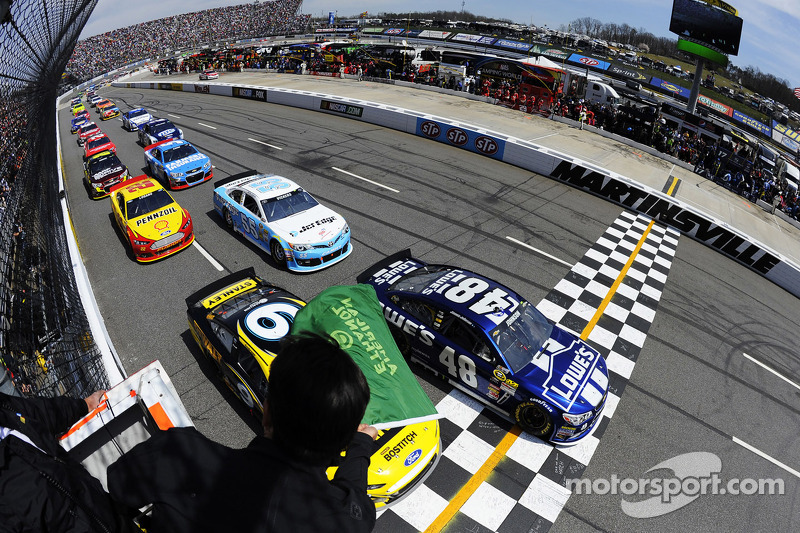 Race start: Jimmie Johnson, Hendrick Motorsports Chevrolet