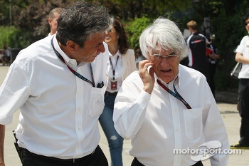 Pasquale Lattuneddu, of the FOM with Bernie Ecclestone, CEO Formula One Group