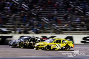 Jamie McMurray, Earnhardt Ganassi Racing Chevrolet and Matt Kenseth, Joe Gibbs Racing Toyota