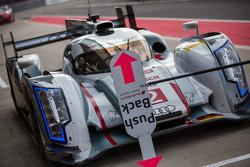 #2 Audi enters the pit