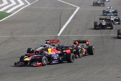 Mark Webber, Red Bull Racing RB9 leads Kimi Raikkonen, Lotus F1 E21 and Jenson Button, McLaren MP4-28