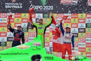 Podium: race winner James Hinchcliffe, Andretti Autosport Chevrolet, second place Marco Andretti, Andretti Autosport Chevrolet, third place Takuma Sato, A.J. Foyt Enterprises Honda