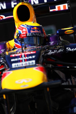 mark-webber-red-bull-racing-rb9-275
