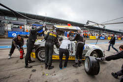 Pit stop for #23 Rowe Racing Mercedes-Benz SLS AMG GT3 (SP9): Lance David Arnold, Alexander Roloff, Thomas Jäger, Jan Seyffarth