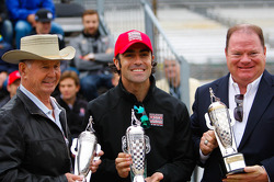 Parnelli Jones, Dario Franchitti and Chip Ganassi at drivers meeting