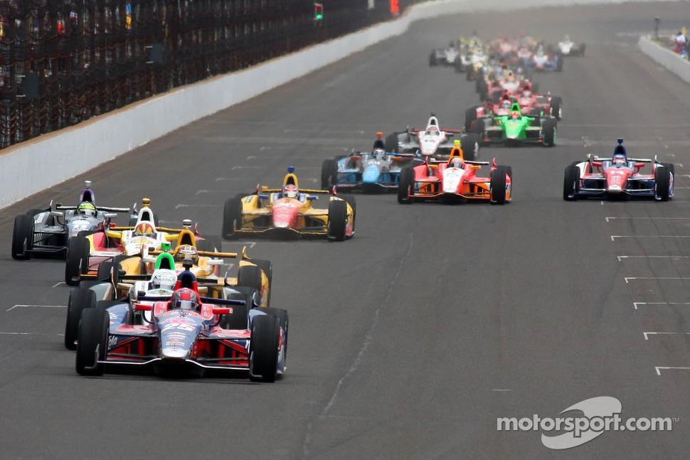 Restart: Marco Andretti leads