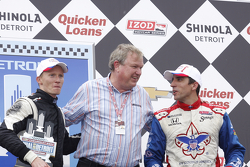 Race winner Mike Conway, Dale Coyne Racing Honda with Dale Coyne and Justin Wilson
