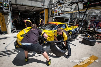 Pit stop practice at #73 Corvette Racing Corvette C6.R