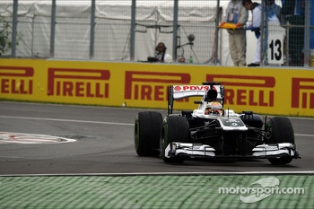 Pastor Maldonado, Williams FW35 runs wide at the final chicane