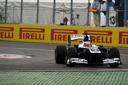 Pastor Maldonado, Williams FW35 runs wide at the final chicane