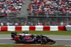 Jean-Eric Vergne, Scuderia Toro Rosso STR8 and Valtteri Bottas, Williams FW35 battle for position