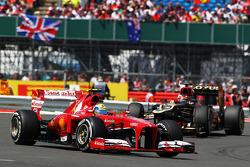 Felipe Massa, Ferrari F138 leads Kimi Raikkonen, Lotus F1 E21