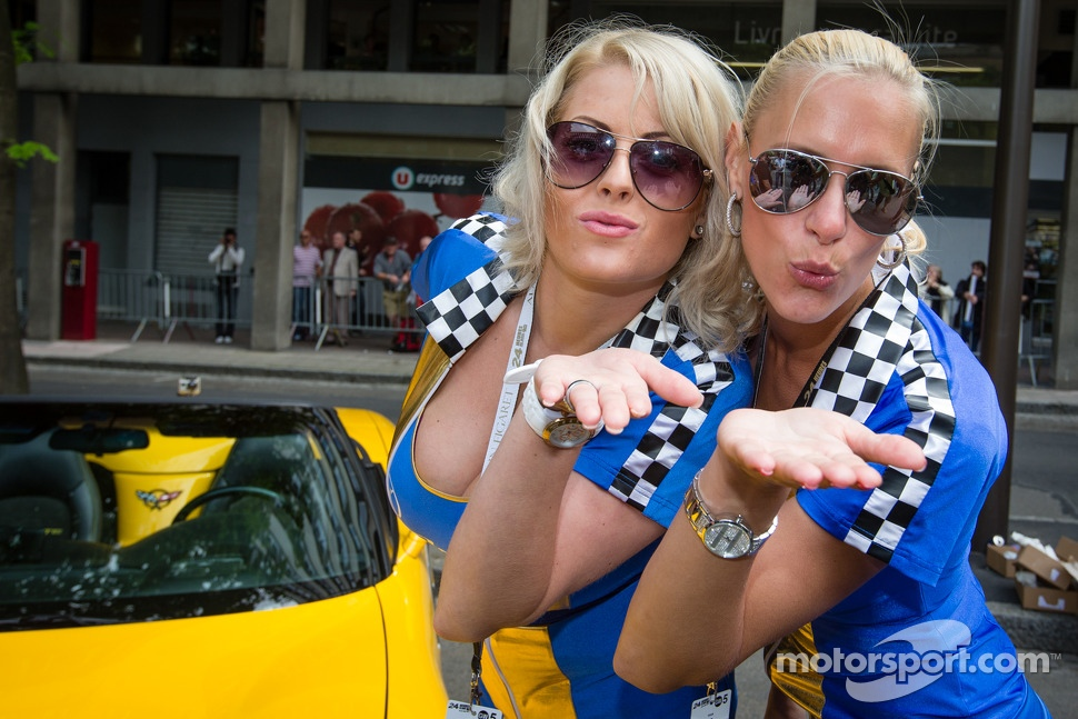 The Lotus Praga girls