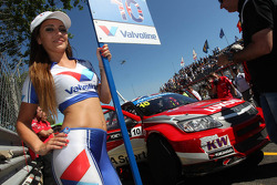 James Thompson, Lada Granta, LADA Sport Lukoil and Grid Girl