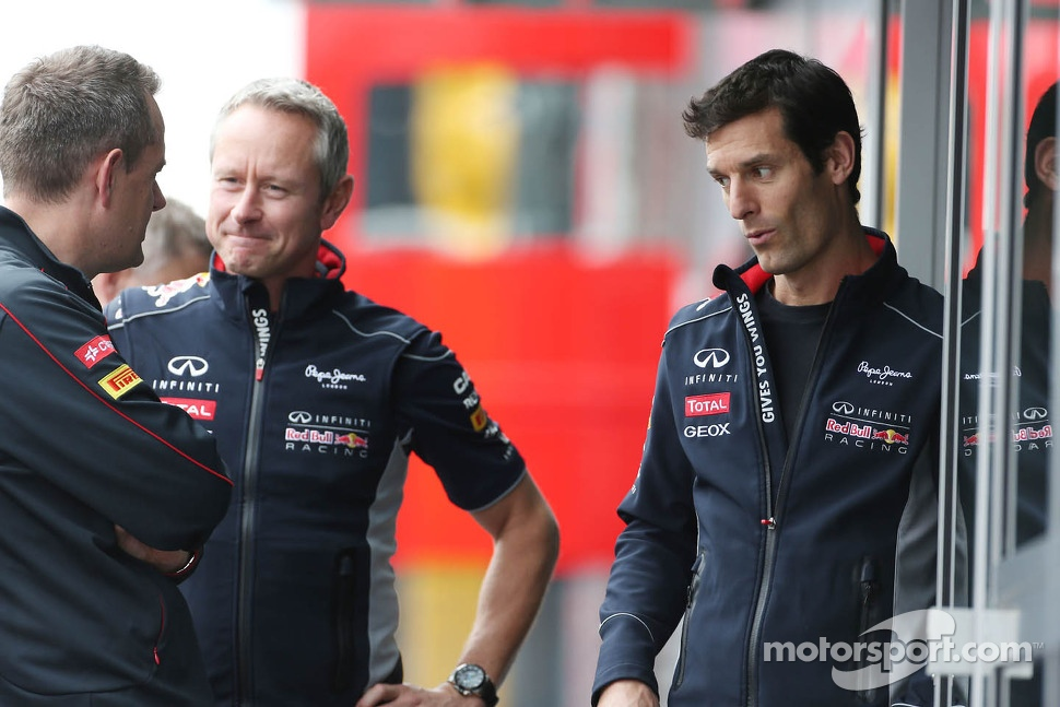 (L to R): Steve Nielsen, Scuderia Toro Rosso Sporting Director with Jonathan Wheatley, Red Bull Racing Team Manager and Mark Webber, Red Bull Racing
