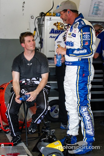 Jamie McMurray, Earnhardt Ganassi Racing Chevrolet and Michael Waltrip, Michael Waltrip Racing Toyota