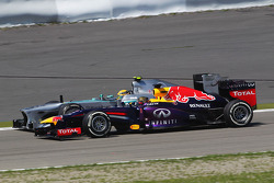 Sebastian Vettel, Red Bull Racing RB9 and Lewis Hamilton, Mercedes AMG F1 W04 battle for position