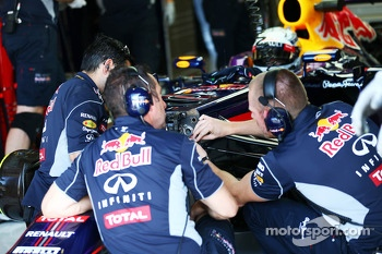 Sebastian Vettel, Red Bull Racing RB9 in the pits