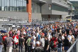 Fans in pitlane