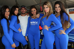 Jose Maria Lopez, BMW 320 TC, Wiechers-Sport with Grid Girls