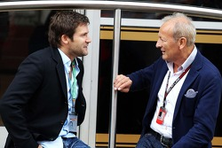 Steve Robertson, Driver Manager of Kimi Raikkonen, Lotus F1 Team with Werner Heinz, Driver Manager of Nico Hulkenberg, Sauber
