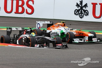 Esteban Gutierrez, Sauber and Adrian Sutil, Sahara Force India battle for position