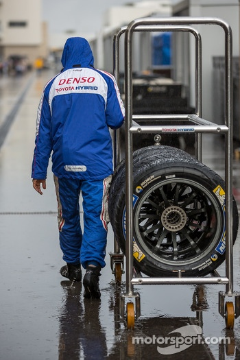 Wet tires in high demand on Friday