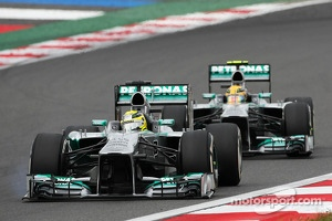 Nico Rosberg, Mercedes AMG F1 W04 with a loose front wing, leads team mate Lewis Hamilton, Mercedes AMG F1 W04