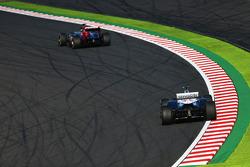 Jean-Eric Vergne, Scuderia Toro Rosso STR8 leads Valtteri Bottas, Williams FW35
