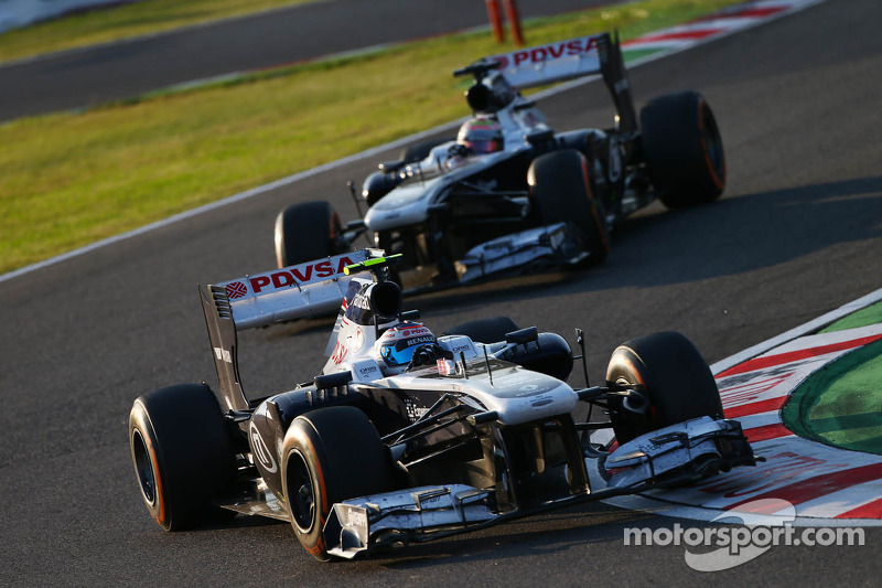 Valtteri Bottas, Williams FW35 leads Pastor Maldonado, Williams FW35