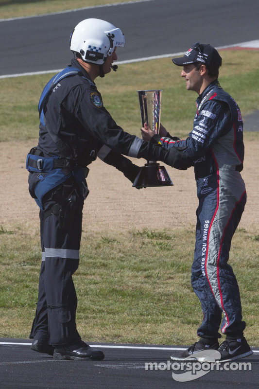 Jamie Whincup is presented the Peter Brock trophy from a NSW Police helicopter crew member