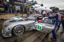 Pit stop for #91 SRT Motorsports SRT Viper GTS-R: Dominik Farnbacher, Marc Goossens, Ryan Dalziel