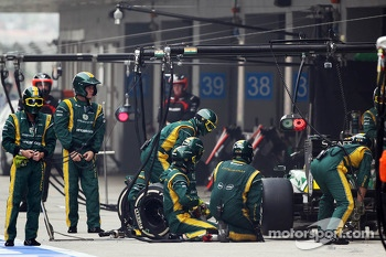 Charles Pic, Caterham CT03 makes a pit stop