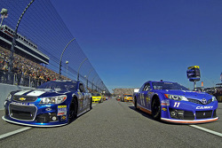 Denny Hamlin and Jimmie Johnson lead the pace laps