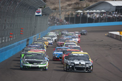 Start: Jimmie Johnson and Denny Hamlin lead the field