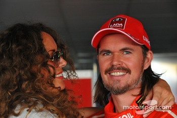 James Thompson, Lada Granta, LADA Sport Lukoil and his GF Zoe