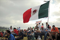 Mexican flag and fans