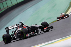 Nico Hulkenberg, Sauber C32 leads Fernando Alonso, Ferrari F138