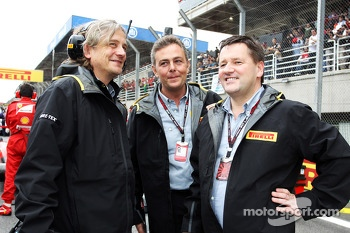 Mario Isola, Pirelli Racing Manager, and Paul Hembery, Pirelli Motorsport Director, on the grid