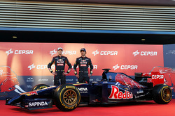 (L to R): Daniil Kvyat, Scuderia Toro Rosso and team mate Jean-Eric Vergne, Scuderia Toro Rosso at the unveiling of the Scuderia Toro Rosso STR9