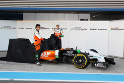 (L to R): Sergio Perez, Sahara Force India F1 and Nico Hulkenberg, Sahara Force India F1 unveil the new Sahara Force India F1 VJM07