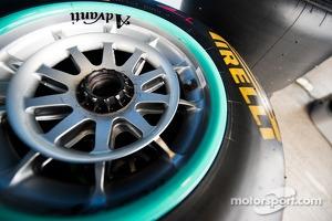 Mercedes AMG F1 W05 Pirelli wheel