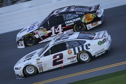 Tony Stewart, Stewart-Haas Racing Chevrolet and Brad Keselowski, Team Penske Ford