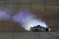 Jimmie Johnson, Hendrick Motorsports Chevrolet spins