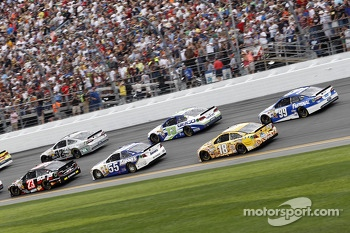 Race Action, Alex Bowman, BK Racing Toyota, Brian Vickers, Michael Waltrip Racing Toyota, Kyle Busch, Joe Gibbs Racing Toyota, Carl Edwards, Roush Fenway Racing Ford