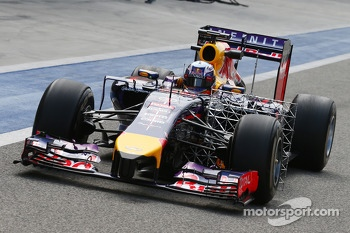 Daniel Ricciardo, Red Bull Racing RB10 running sensor equipment